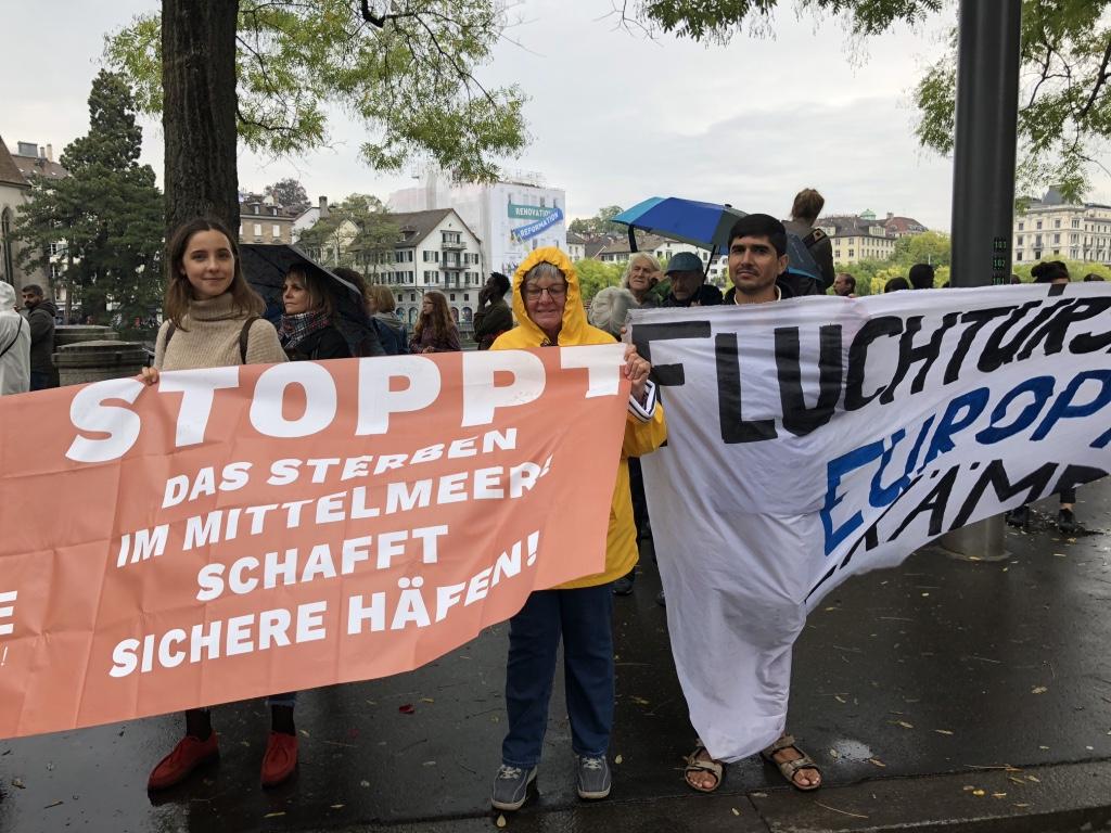 In Zürich sind 3000 Menschen im Kampf für die Rechte von Geflüchteten und gegen die europäische Grenzpolitik am Samstag, 1. September 2018 auf die Strasse gegangen