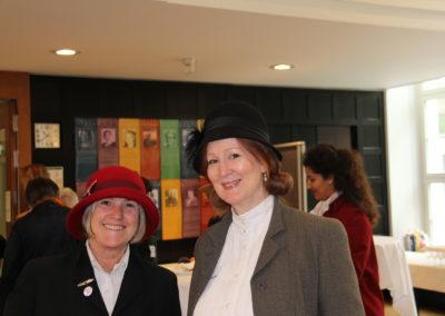 Die Teilnehmerinnen, gekleidet wie in der Zeit des Kongresses von 1919